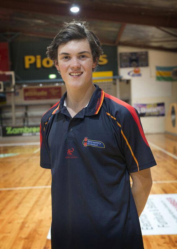 Basketball Mount Gambier's Mitchell Hunter.