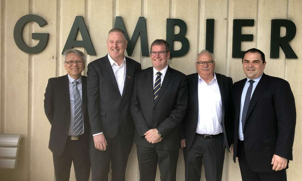 City of Mount Gambier Mayor Andrew Lee (left), Member for Mount Gambier Troy Bell, Federal Minister for Regional Development, Territories and Local Government Hon Dr John McVeigh, District Council of Grant Mayor Richard Sage and Federal Member for Barker Tony Pasin.