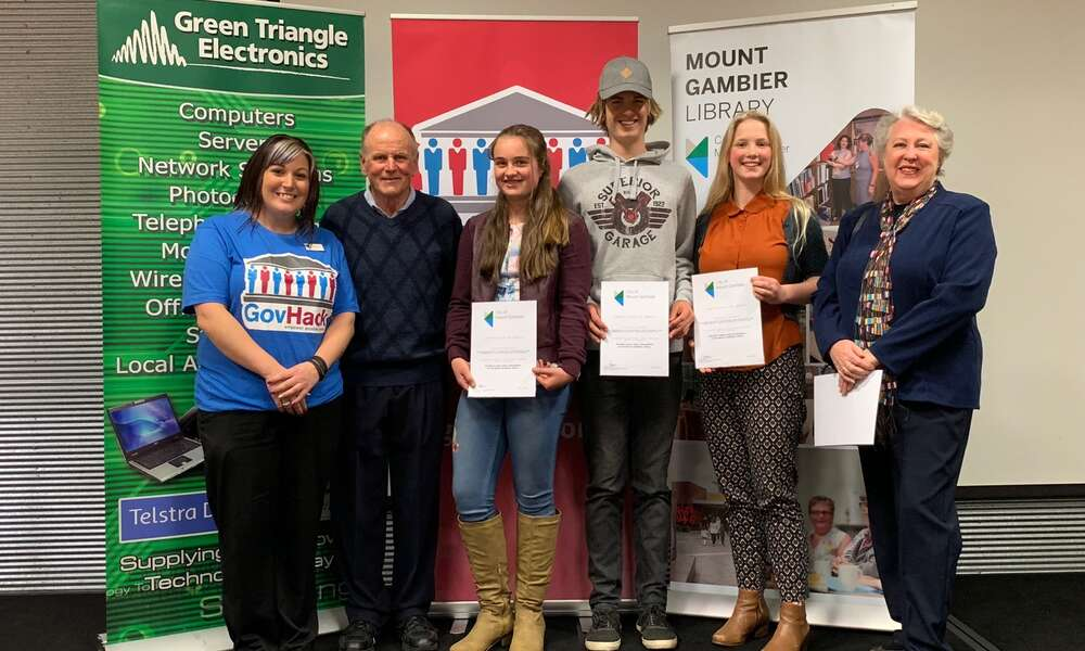 City of Mount Gambier Library Youth Services Coordinator Terasa Nearmy (left), Friends of the Library sponsor John Cranwell with youth node winners Elly Bachmann, Dale Bachmann and Lilli Fulwood and Friends of the Library sponsor Lee Cranwell.