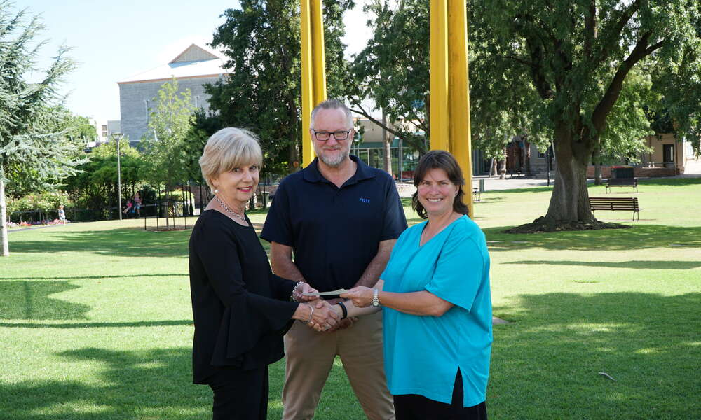 GTE General Manager Brenton Lewis and Chair Julie Reis presented a $1000 donation to City of Mount Gambier Mayor Lynette Martin (left) for the Mount Gambier Community Mayor's Christmas Appeal.