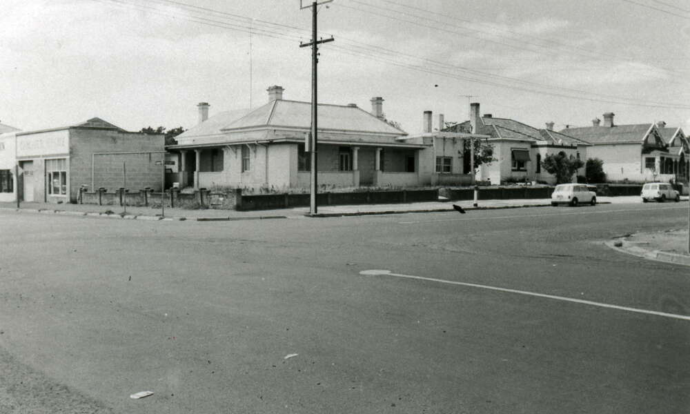 The 'Bienvenu' stone is reported to have come from a house previously located at 9 Sturt Street (second house from the corner) belonging to former Councillor Mr E S Lewis. These houses were demolished to make way for car parking. (Photo: Les Hill Collection, 1973).